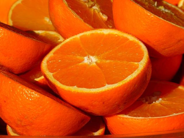 Oranges parmi les aliments pour des yeux en santé