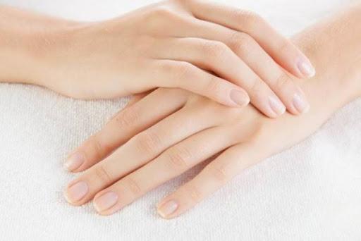 Prenez soin de vos mains pour avoir un manucure effet naturel