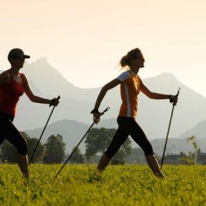 Marche nordique: 8 avantages incroyables pour le corps et l'esprit