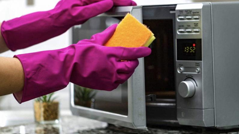 Comment nettoyer le micro-ondes avec du vinaigre