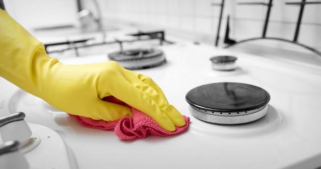 Tous nos conseils pour bien nettoyer une plaque de cuisson