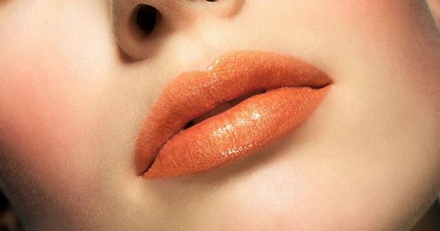 Rouges à lèvres : La couleur orange est la tendance de l'été 2020