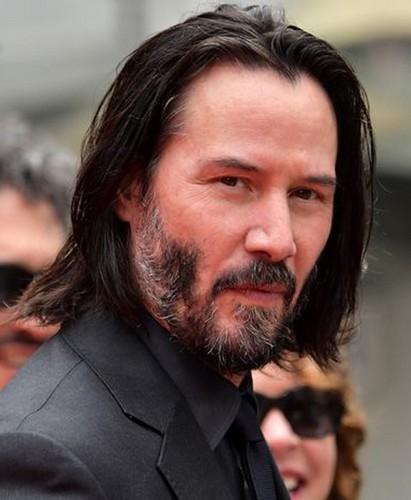 Keanu Reeves avec une barbe inégale