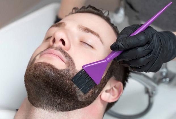 Teindre sa barbe
