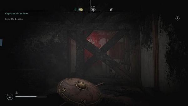 Entrez à l'intérieur par le toit détruit et tirez le symbole à travers les planches de bois.