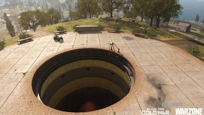 Ce silo est situé juste au sud-ouest de la base militaire.