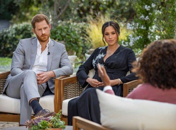 Le prince Harry et Meghan Markle s'assoient avec Oprah Winfrey pour leur interview explosive Read more: https://metro.co.uk/2021/03/10/prince-charles-let-down-by-prince-harrys-claim-funding-was-cut-off-14217471/?ito=cbshare Twitter: https://twitter.com/MetroUK | Facebook: https://www.facebook.com/MetroUK/